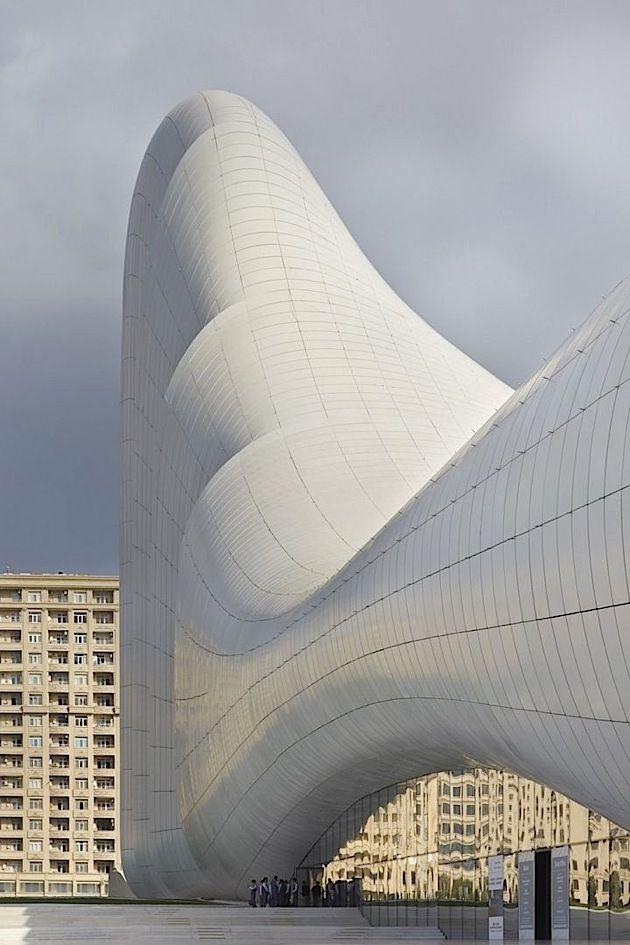 http://www.klonblog.com/2014/09/17/das-kulturzentrum-von-aserbaidschan-gebaut-von-zaha-hadid/
