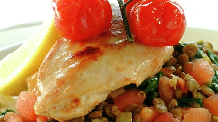Kyllingfilet på linse- og spinatseng - Kos - Oppskrifter - MatPrat