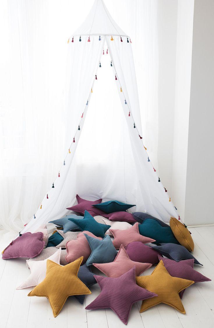 #Kinderzimmerdekoration: Weißes #Tipi #Zelt aus Stoff, das über das #Kinderbett, die #Leseecke oder die #Kuschelecke gehängt werden kann. #Betthimmel für das #Kinderzimmer / #decoration idea for your #children's room: white fabric #tent that can be used as bed #canopy. Made by Cozydots via DaWanda.com