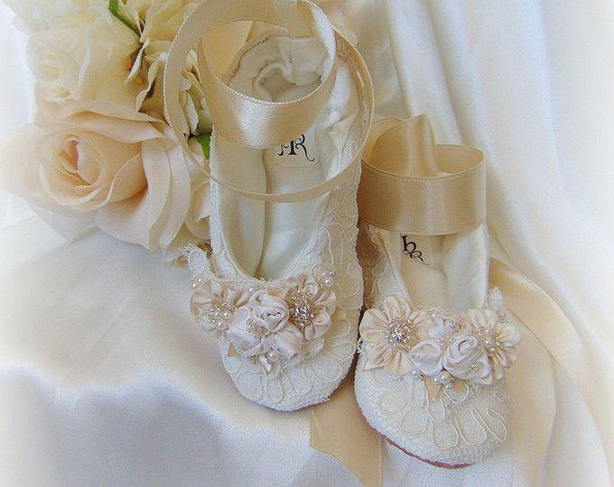 Pizzo fiore ragazza scarpa, scarpa di pizzo avorio ragazza, scarpa ballo di pizzo, pizzo accessori da sposa, scarpe di balletto di pizzo, pizzo eleganti Pantofole