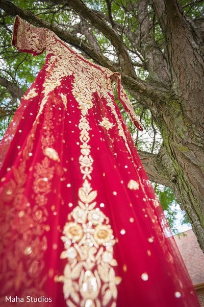 Beautiful bridal lengha http://www.maharaniweddings.com/gallery/photo/105699