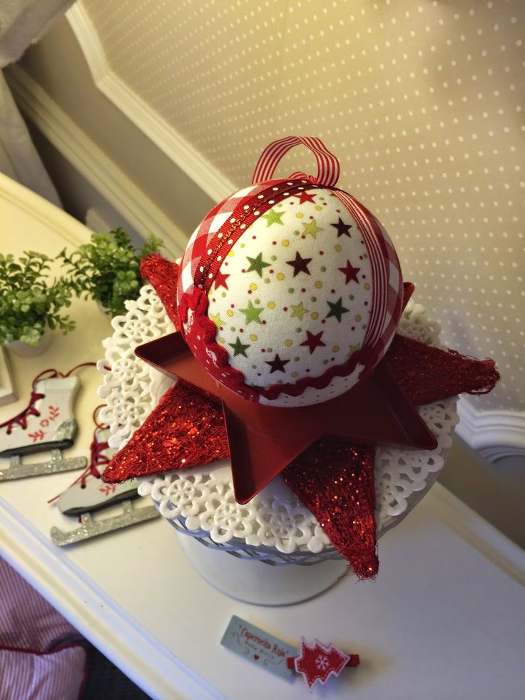 """Caperucita Roja: """"Bola de Navidad"""""""