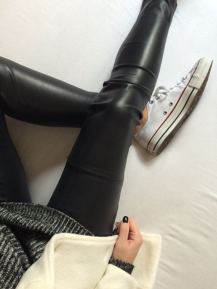 Black and White Outfit   fashionblogger Caroline from www.styleglobo.wordpress.com #ootd #leatherpants #knit #knitwear #blackanswhite #lookbook #fashionblogger #outfit #outfitoftheday #lookdodia