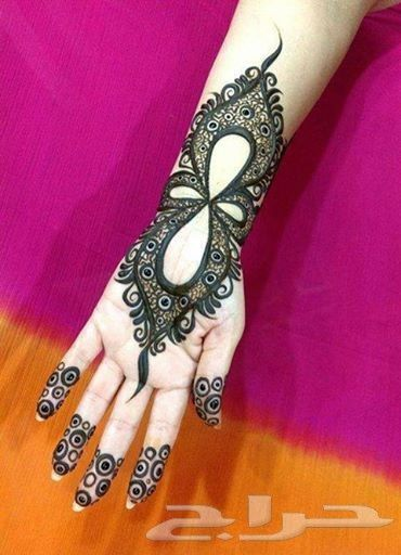 Arabic henna style find out more bridal hand Mehndi http://justbridal.blogspot.com/2015/04/latest-bridal-mehndi-design-for-hands.html
