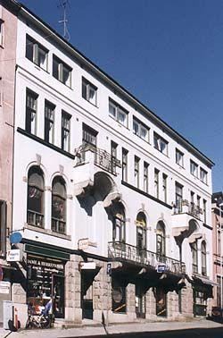 Solum Sparebank, Torggaten 5, Skien (Norway). Bank building designed by Heinrich Karsten and raised in 1907. Top floor is a later addition.