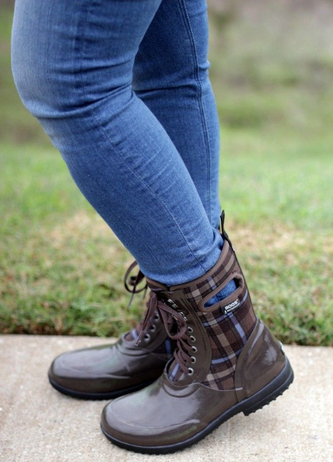 How does one dress in style for a wet fall and winter? Check out my Bogs boots outfit where I combine style and functionality. It's functional fall fashion at its best. #LiveYourStyle #ReThinkComfort
