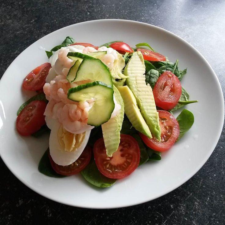Bunden af spinat og tomat rejeræg avocado og mayonnaise . #deslanketøser#10kg6mdr#stuen24b#lchfdanmark#lchf#lavkarbo#lowcarb#lowcarbhighfat#sensekost#vægttab#weightloss#lchfklubben#lchfnorge#sense by christensen_anita