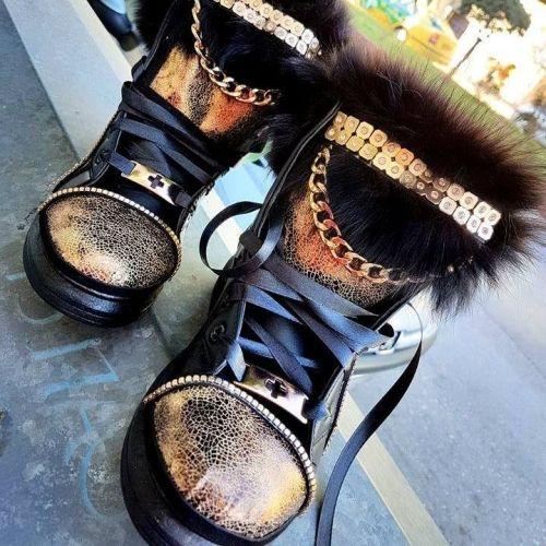 Χειροποίητα Sneaker στολισμένο με οικολογικό δέρμα άριστης ποιότητας, γούνα, αλυσίδες και στρασιέρα.  http://handmadecollectionqueens.com/Γυναικεια-Sneakers-με-οικολογικο-δερμα  #handmade   #fashion   #women   #sneakers #footwear   #storiesforqueens