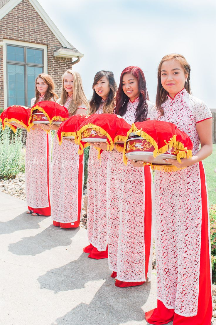 Traditional Vietnamese Wedding - bridesmaid in ao dai