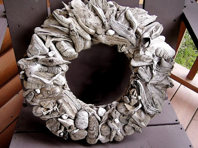 Gorgeous driftwood wreath... I bet I have enough little pieces to make this
