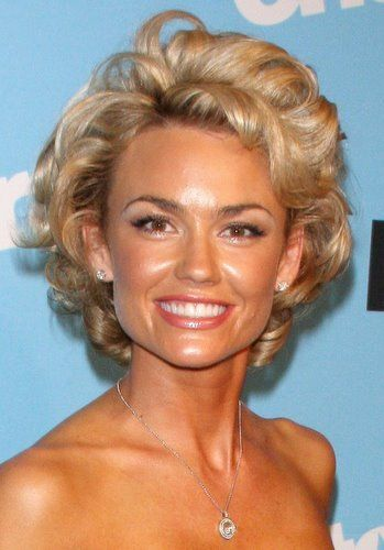 Kelly Carlson Short Hairstyle