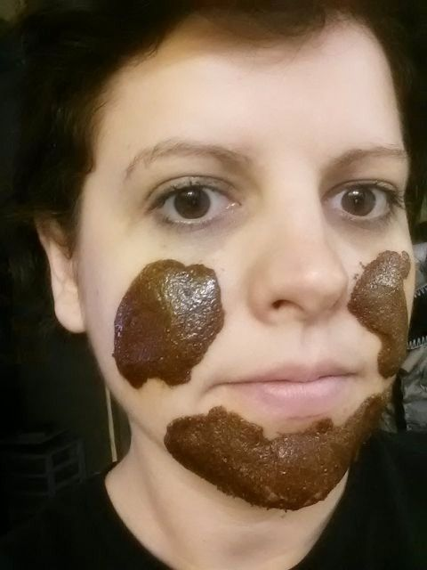 All natural face mask to almost INSTANTLY get rid of acne/scars. 1tsp honey, 1 tsp nutmeg, 1tsp cinnamon. AMAZING!