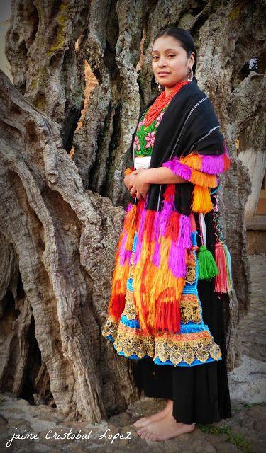 Jaime Ramos Méndez: Vestido tradicional purépecha. Tarecuato