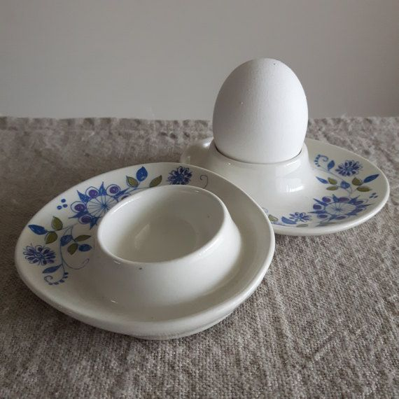 A pair of beautiful Figgjo Flint Norway Turi design egg cups in the Lotte pattern. These little egg cups are a fantastic example of Scandinavian design from the mid century period, and would make a terrific housewarming or Easter gift for the mid century collector in your life.  Condition: Excellent vintage condition. No chips or cracks. One cup has a scuff on one side which seems to be part of the glaze. See pic 5.  Size: 4 // 10 cm by 3.5 // 9 cm. Around an inch tall (2....
