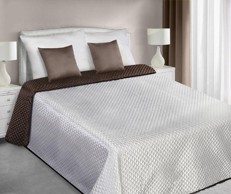 Dwustronna ecru rązowa narzuta satynowa pikowana na łóżko