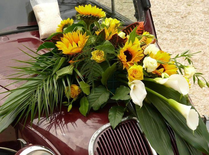 Ein toller Gesteck aus Calla, Sonnenblumen und Rosen. #autodeko #autoschmuck
