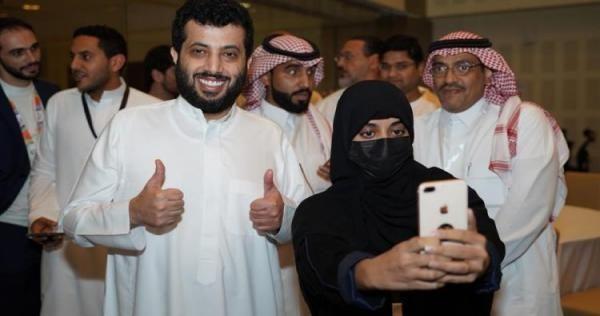 تحرش ونزع عبايات سعودية تكشف فضائح داخل هيئة الترفيه فيديو Nun Dress