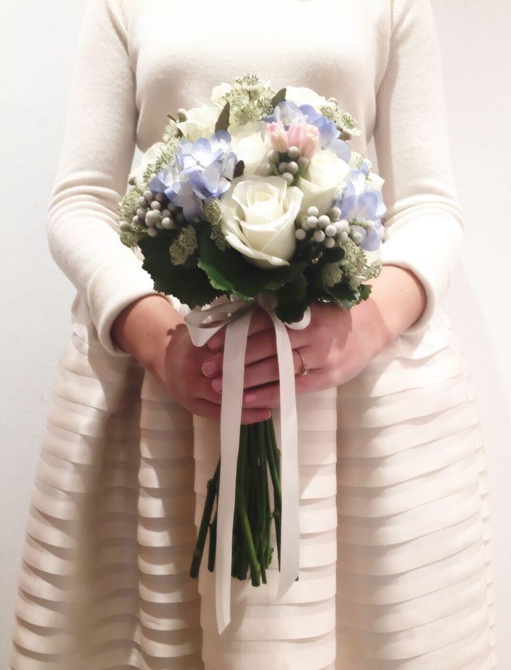 #ramo de #novia con #flores naturales #frescas como #rosas, #hortensia #jacintos #azul y #rosa perfecto e ideal para novia #neo #clasica