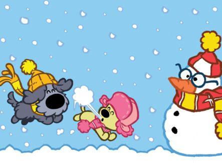 Woezel en Pip maken een sneeuwpop.