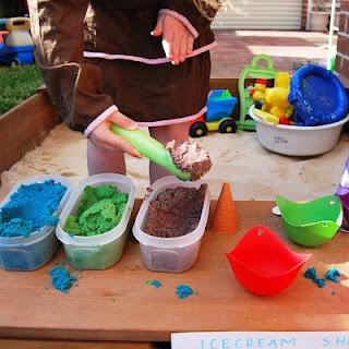 Maak klei in verschillende kleuren, en begin een ijsjeswinkel!
