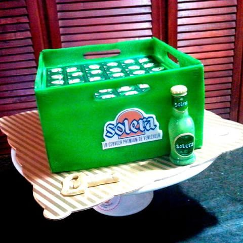 Resultado de imagen para torta decorada como caja de cerveza