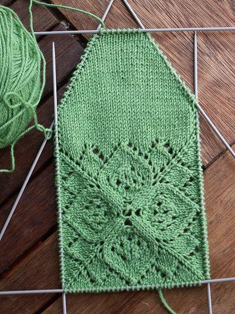 Vine Leaf Knitting Pattern : 226 best Leaf/Ivy/Vine Knit Stitch Patterns images on ...