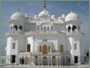 Wonderful Sikh Temple Akal Takht, which is situated in Amritsar, Punjab, and find best reasonable tourist packages on Fli-ghts.