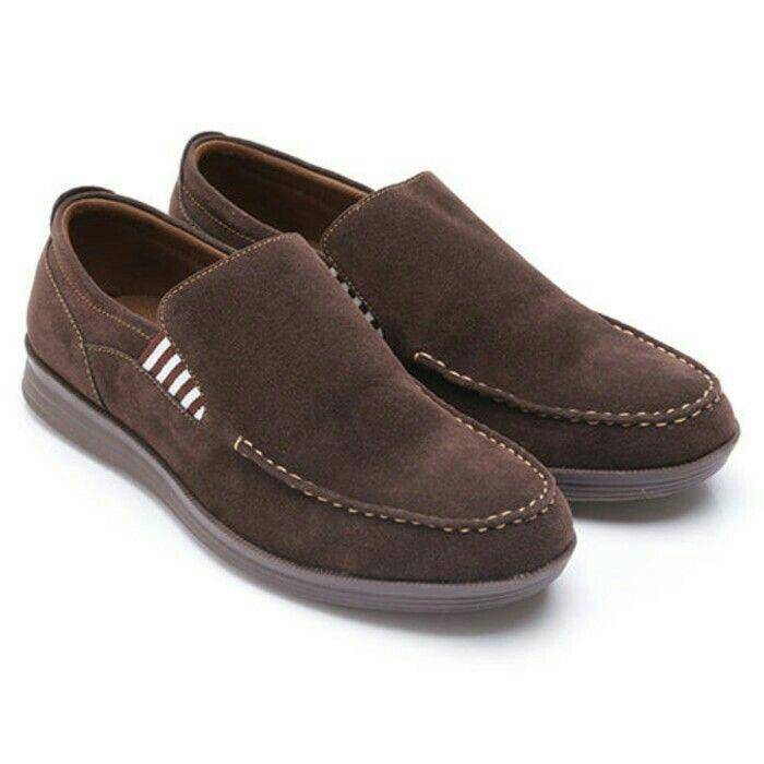 Original Sepatu Dr.Kevin Maine - Cokelat | Deskripsi : Sepatu Kasual Warna Coklat Upper Suede Sole TPR | Retail Price : Rp 499.900  Ketersediaan Size = 39, 40, 41, 42, 43 | IDR 385.000