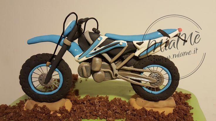 Cake topper o statuina regalo in pasta di mais - moto da trial - MiaMè Handemade