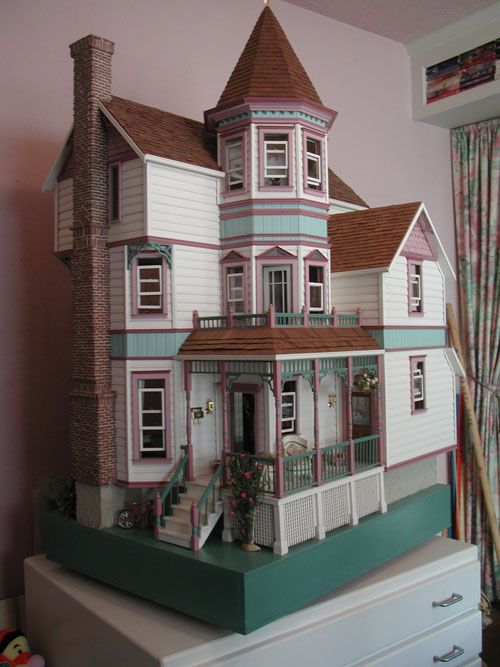Dollhouse Victorian Doll House