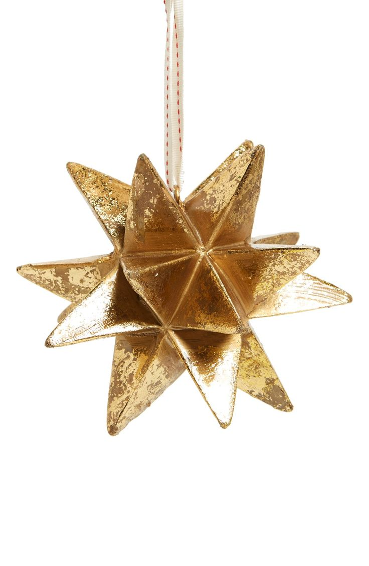 Gold star ornaments - All Of The Trimmings For The Perfect Christmas Tree Love This Gold Metallic Star Ornament
