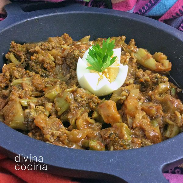 Este guiso de brócoli esparragado responde a una receta tradicional muy arraigada en la cocina andaluza. Con la misma receta se preparan muchas otras verduras como espinacas, judías verdes, cardo...