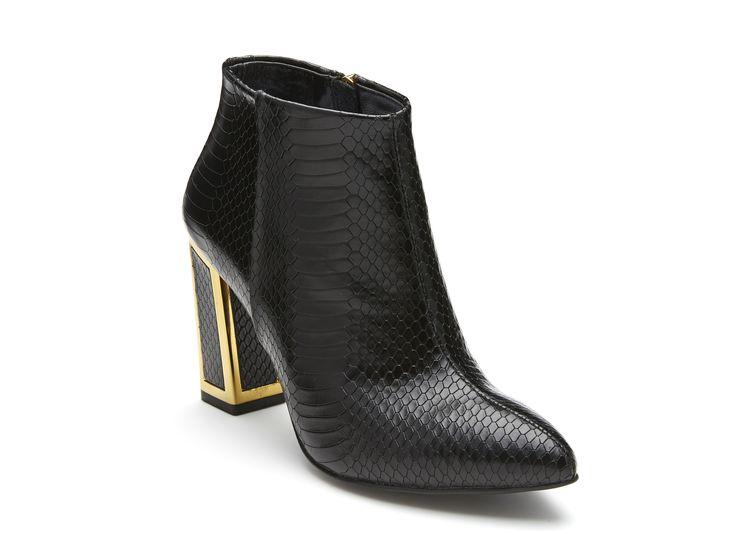 Kat Maconie - Stella in Black http://www.hugosheppard.com.au