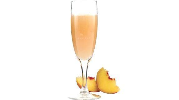 Cocktails estivi: Bellini, aperitivo italiano long drink - Ricetta originale e varianti anche analcoliche. A base di prosecco e polpa di pesca.