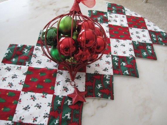 Christmas Table Runner por collectionsofcloth en Etsy