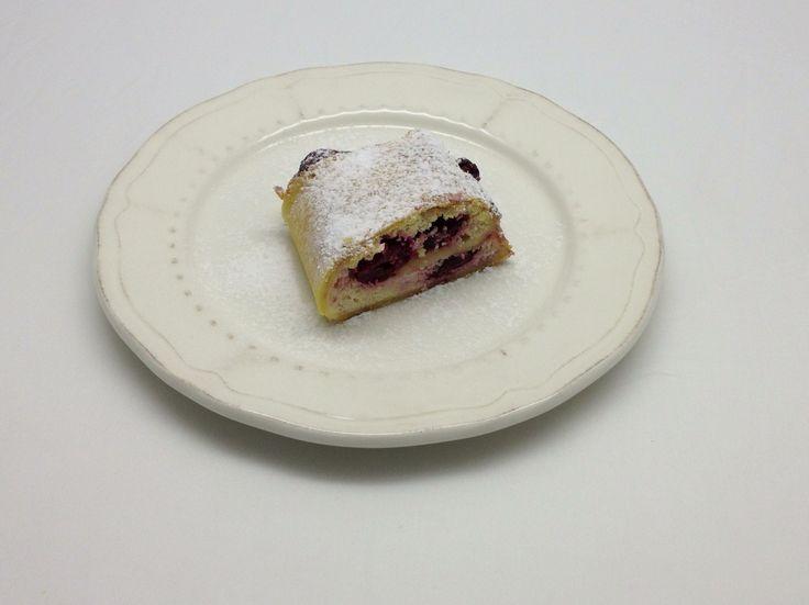 Voglia di una coccola #senzaglutine? Vi consigliamo la #ricetta dello #strudel di #ciliegie -> http://senzaglutine.saporie.com/2014/06/20/strudel-di-ciliegie-senza-glutine/ #cherries #recipe #glutenfree