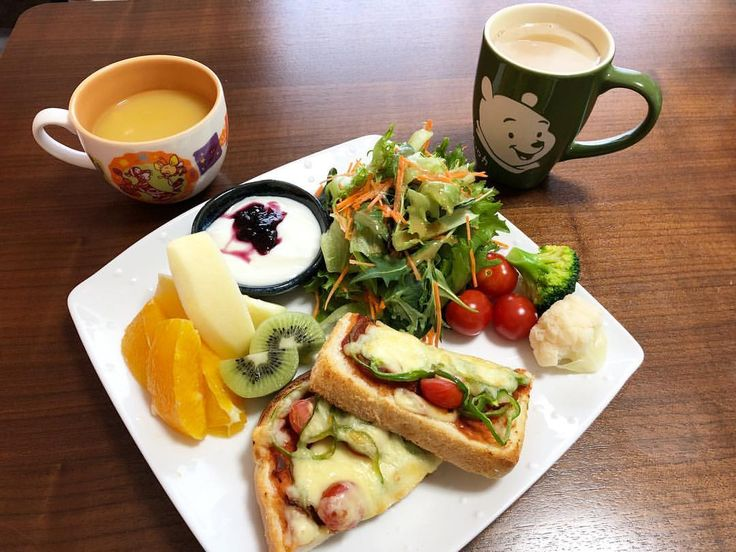 おはようございます ・ 昨日は多くの高校で卒業式が行われていたようですね。 息子の高校生活もあと1年。 親としては、充実したものとなるようにサポートして行きたいと思います ・ #今日の朝ごはん #朝ごはん #あさごはん #朝食 #breakfast #おうちごはん #おうちご飯 #おうちカフェ #おうちcafe #カフェ風ごはん #ピザトースト #サラダ #コーンスープ #カフェオレ #フルーツ #ヨーグルト #ワンプレート #ワンプレートごはん #onedish #oneplate