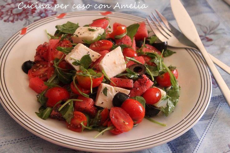 L'insalata di anguria e feta è una ricetta estiva sempre molto gradita, grazie al suo effetto rinfrescante e all'accostamento di sapori: è da provare!