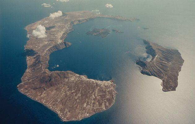 Δείτε πώς «γεννήθηκε» η Σαντορίνη από 4 ηφαίστεια (video)