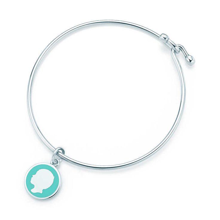 Подвеска-жетон «Мальчик», серебро, голубая эмаль, на «проволочном» браслете. | Tiffany & Co.