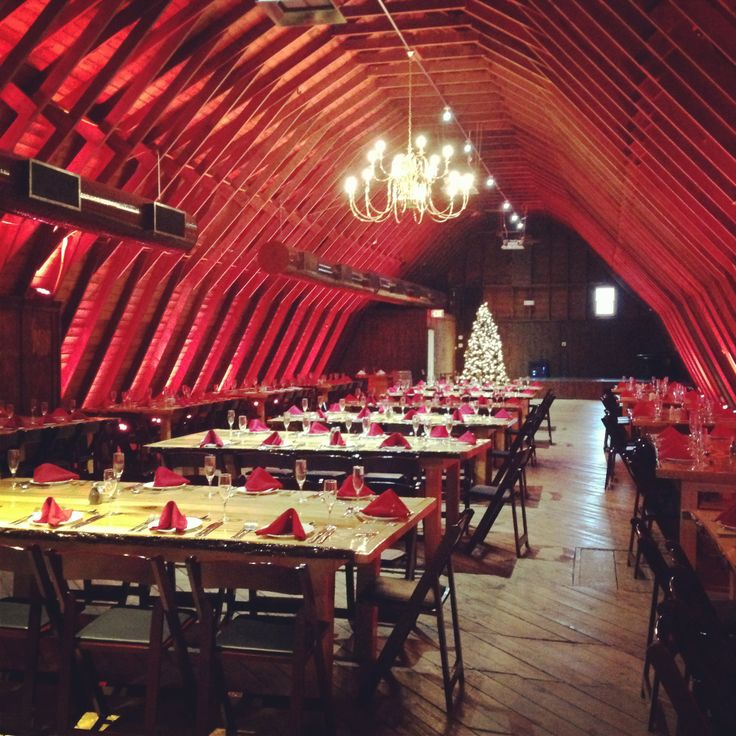 The Barn At Perona Farms Decorated For The Holidays The