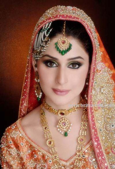 Natasha Salon Bridal MakeUp Pakistani Bridal Fashion Trends-acelebritynews, Natasha Salon Bridal MakeUp, Pakistani Bridal Makeup, Indian Bridal Makeup, Makeup Fashion Trends, World Bridal Makeup, Bridal Makeup Designs,