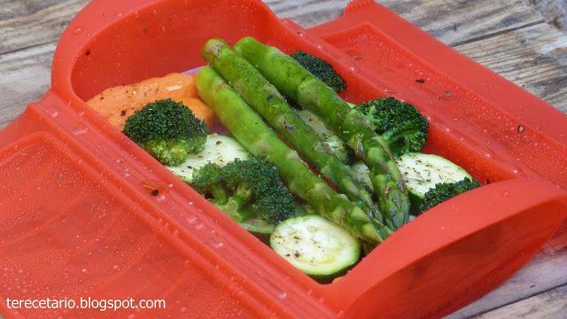 Aquí os dejo otra receta más fácil y sana para preparar la verdura en un estuche de vapor con bandeja de Lékué , otro regalo más de Lék...