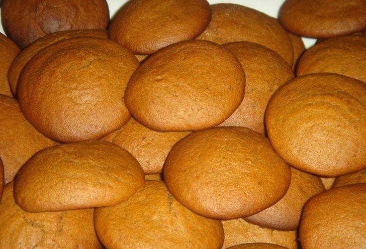 Μυρωδάτα μαλακά μπισκότα πορτοκαλιού. Για τον καφέ και το πρωινό σας.    Υλικά:  100 γρ. ζάχαρη καστανή  60 γρμ. βούτυρο μαλακό σε θερμοκ...