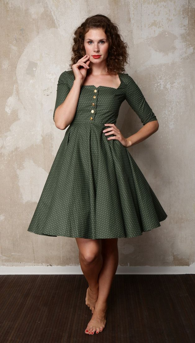 Dunkelgrünes, klassisches Petticoat-Kleid mit weißen Punkten & Knopfleisten/ petticoat dress with polka dots for oktoberfest by HerrSchneiderShop via DaWanda.com