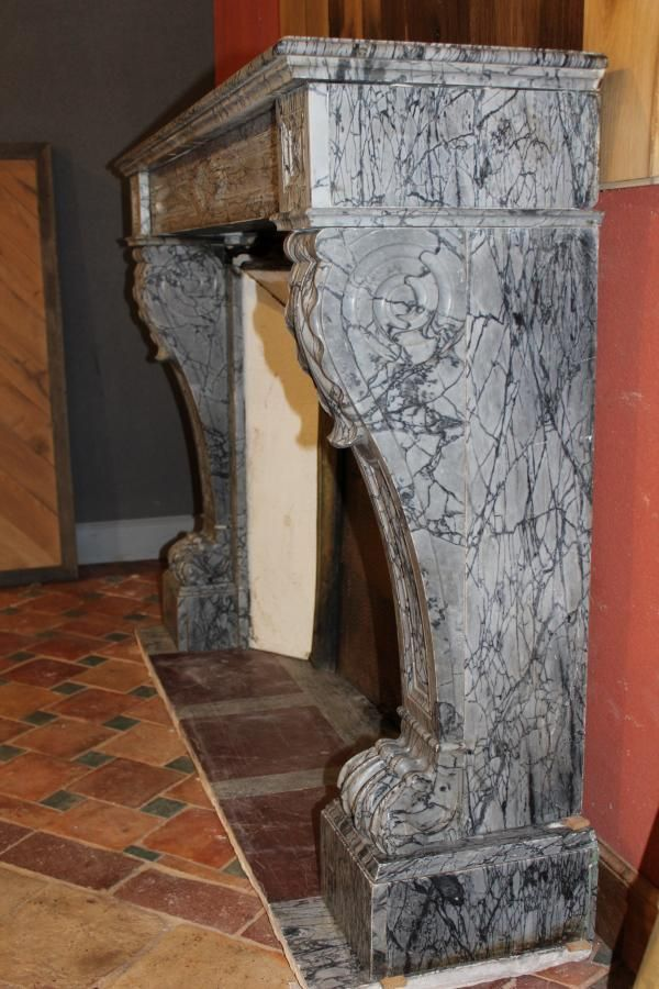 chemin e en marbre gris style napol on chemin e ancienne en marbre antique fireplace marble. Black Bedroom Furniture Sets. Home Design Ideas