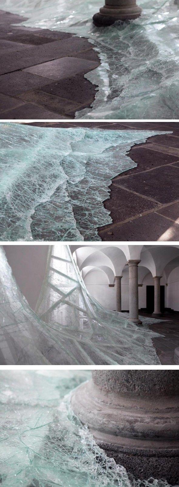 Aérial par Baptiste Debombourg Aérial est une nouvelle installation sur site par l'artiste Baptiste Debombourg dans une belle Abbaye appelée Brauweiler à P