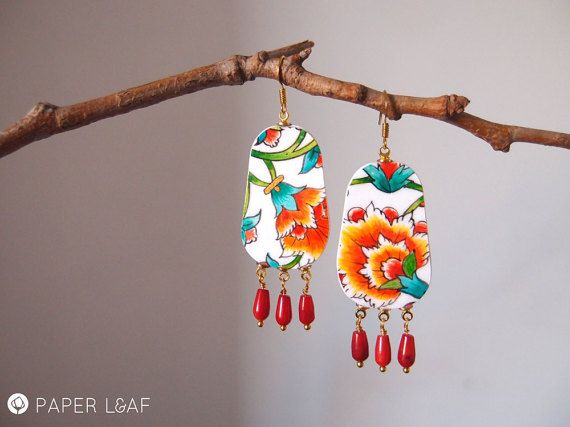 Orecchini di carta Red Tazhib | Hand painted paper earrings | Pezzi unici di PaperLeafJewels | #fauxbrokenchina #paperjewellery #handpainted #PorcelainCollection #Thazib