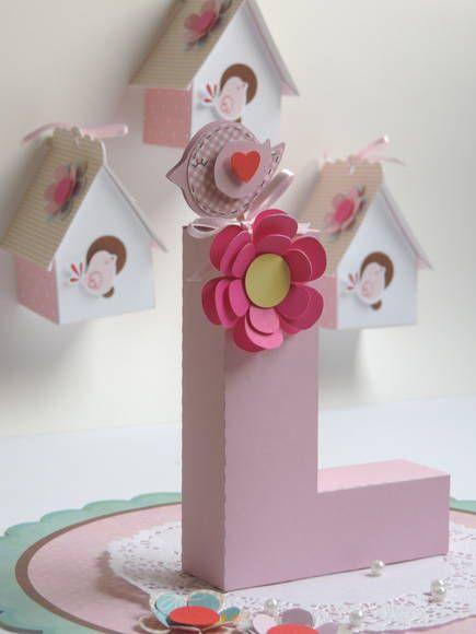 Letra em 3D personalizada com o tema, feito com material de scrapbook - 180 gramas.  O valor é por unidade, ou seja por letra.   Está incluso a flor e o passarinho, todos feitos com material de scrapbook.  Faço todas as letras. R$ 20,00