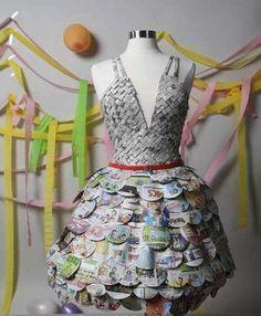 ¿Y si haces un vestido con tu periódico favorito?   Clases de Periodismo - via http://bit.ly/epinner